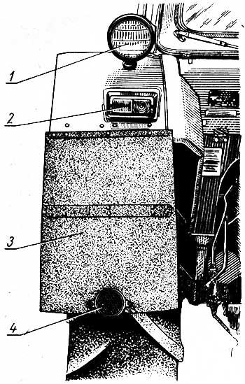 Расположение задних фар и приборов световой сигнализации на тракторе